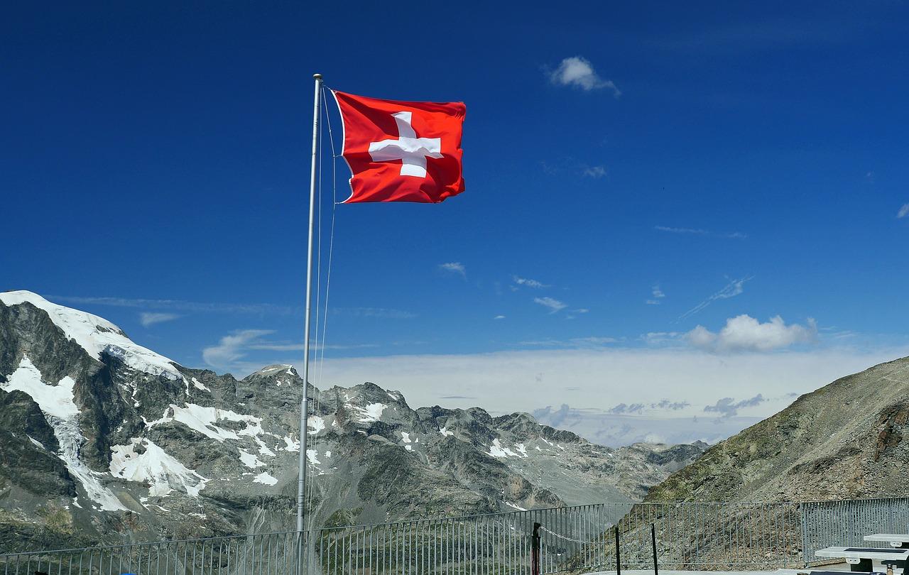 Švýcarsko je jedna z mála zemí, která má čtvercovou vlajku.