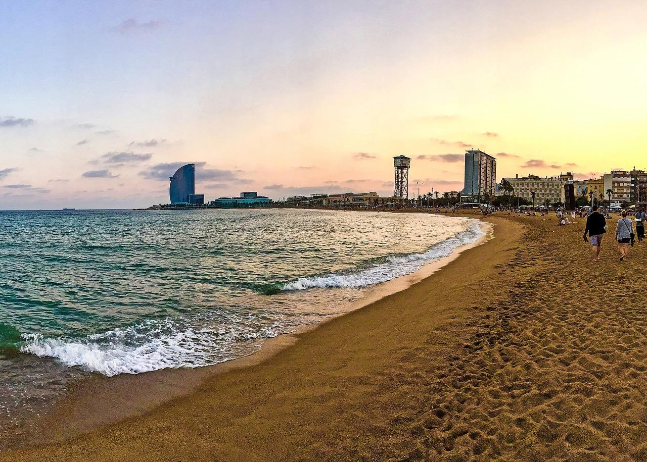 Barcelona je plná nádherných pláží.