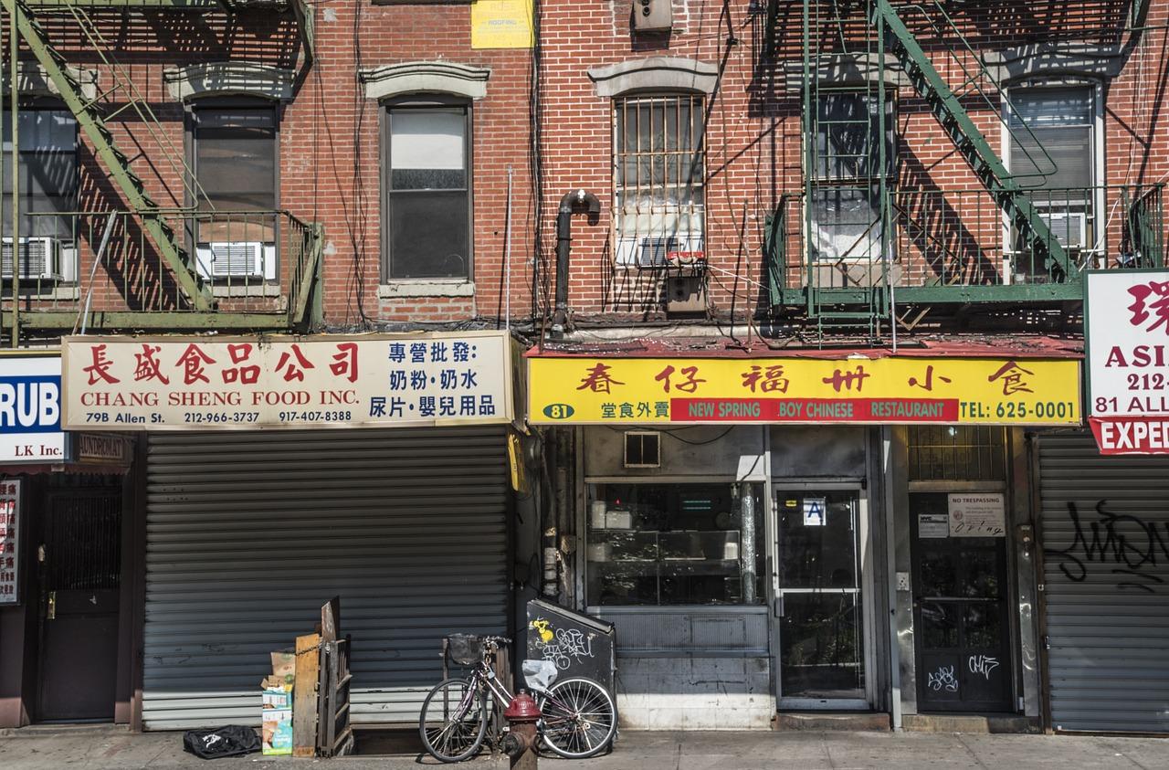 V New Yorku je řada čtvrtí, např. čínská.