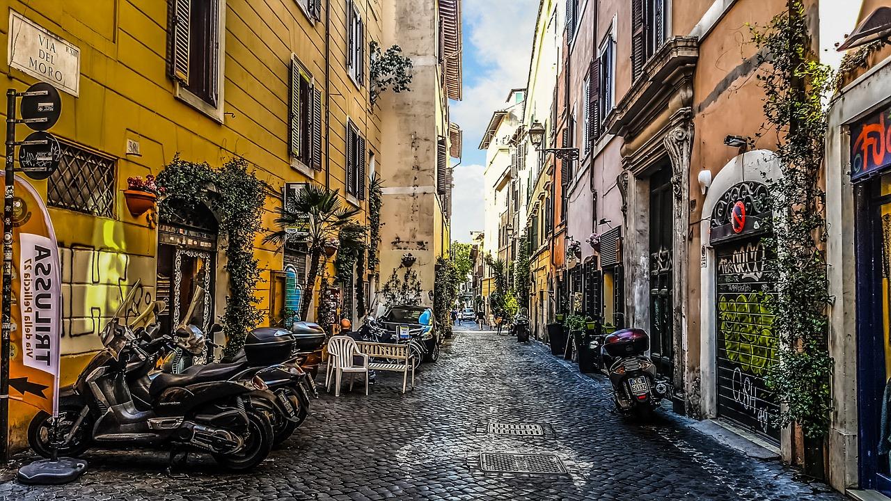 Řím je plný památek.